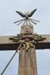 En esta moderna escultura, se simboliza la efusión del Santo Espíritu que bautiza al Hijo de Dios, Jesús; y sin faltar la cruz... símbolo de redención.