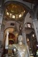 Escultura de bronce, grecorromana. La antigüa basílica tiene una planta tipo basilical con cuatro torres octagonales en cada esquina con cúpula en talavera amarilla, y una cúpula octagonal central también cubierta en talavera amarilla con linternilla.