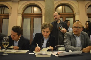 La comunicadora autografió los libros de La Casa Blanca de Peña Nieto a cada uno de sus lectores asistentes.