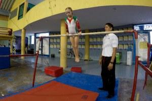 Muestra mucha disciplina al hacer sus prácticas, a pesar que solo es una niña.