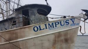 Así quedó el Olimpus V, la embarcación incendiada.