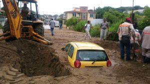 Severas inundaciones en la colonia 20 de Noviembre en Coatzacoalcos.