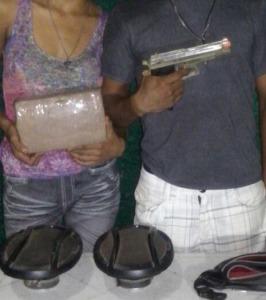 Tenían un arma de plástico y un ladrillo de hierba.
