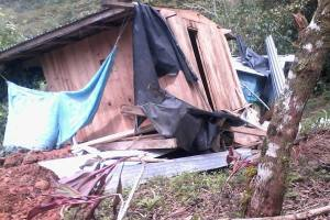 Casa desplomada.