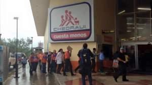 Evacúan personal y clientes de Chedraui 1 en Coatzacoalcos por fuga de gas.