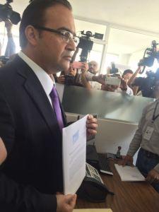 Presentan denuncia contra el Gobernador Electo.