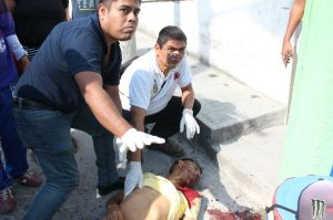Le rociaron de balas, su cuerpo quedó tendido.