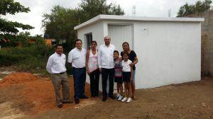 Ayer por la mañana, el titular de la SEDATU supervisaron algunos de los cuartos construidos en las colonias populares de Coatzacoalcos.