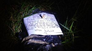 Encontraron narco-mensaje. Lo dejaron al lado de los cuerpos.