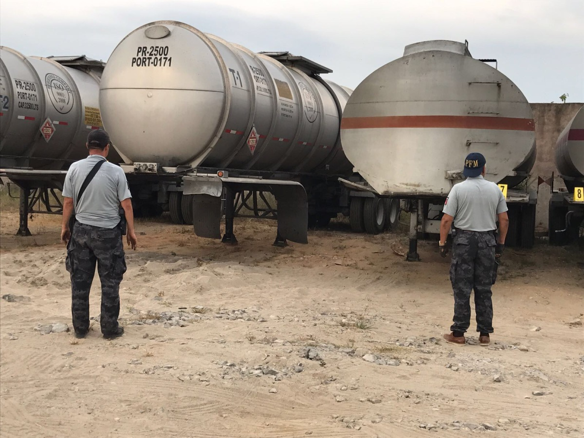 Asegura Con Nosotrosasegura: Asegura PGR Flotilla De Camiones Con Combustible Robado A