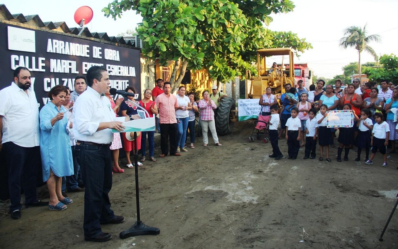 Inicia pavimentación de la calle Marfil en la colonia Elvira Ochoa
