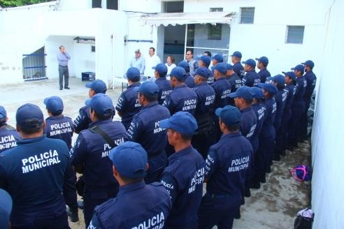 entrega-de-uniformes-a-policias-municipales1