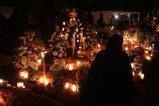 EUM20191101SOC35.JPG PÁTZCUARO, Mich. Tradition/Tradición-Día de Muertos.- 1 de noviembre de 2019. Aspectos de la tradición de visitar el panteón para recibir a los difuntos de acuerdo a la costumbre purépecha en la ribera del lago de Pátzcuaro. Foto: Agencia EL UNIVERSAL/EELG
