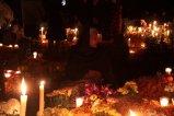EUM20191101SOC36.JPG PÁTZCUARO, Mich. Tradition/Tradición-Día de Muertos.- 1 de noviembre de 2019. Aspectos de la tradición de visitar el panteón para recibir a los difuntos de acuerdo a la costumbre purépecha en la ribera del lago de Pátzcuaro. Foto: Agencia EL UNIVERSAL/EELG