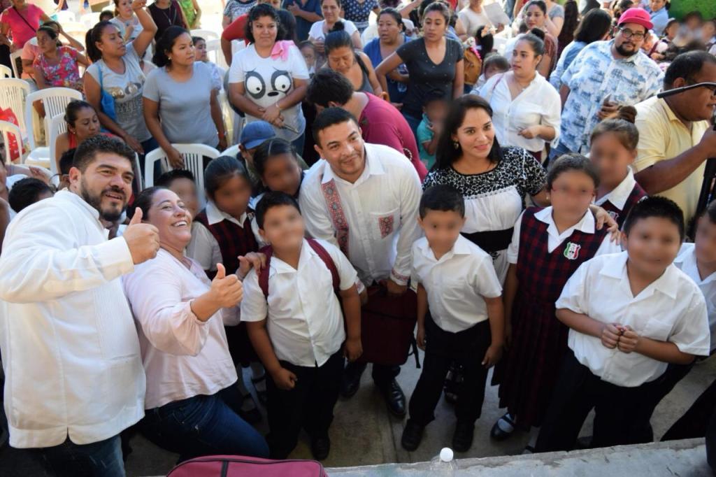 Cumplen con los estudiantes de la región de Los Tuxtlas.